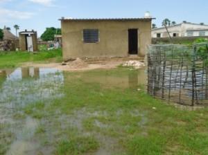 Mais les travaux ont été retardés avec l'arrivée de la saison des pluies.