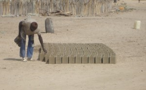 Les ouvriers spécialisés utilisent ces briques...