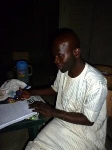 Babacar surveille ses élèves